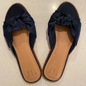 A New Day Navy Blue Satin Knot Slide, Size 7.5